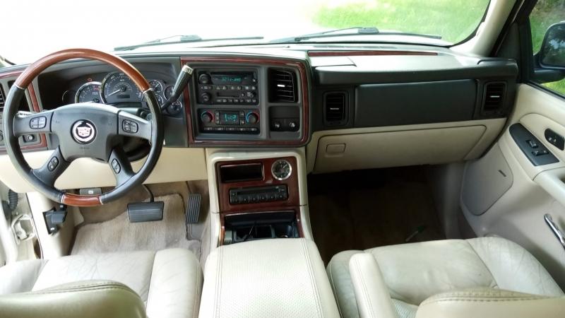 Cadillac Escalade 2005 price $5,999