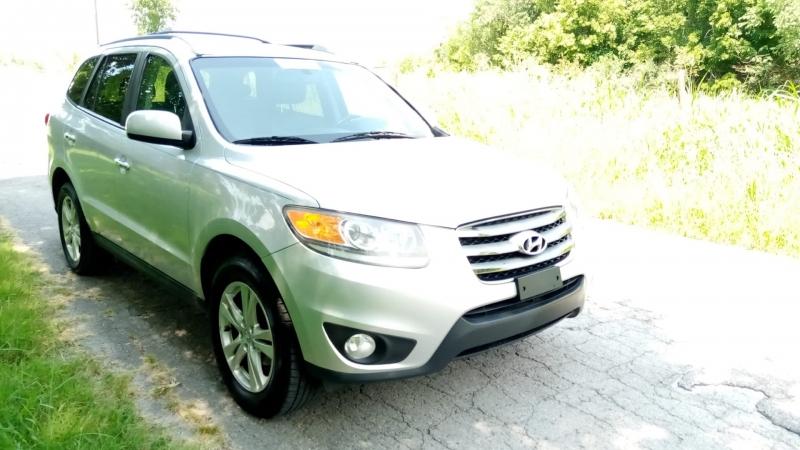Hyundai Santa Fe 2012 price $5,999