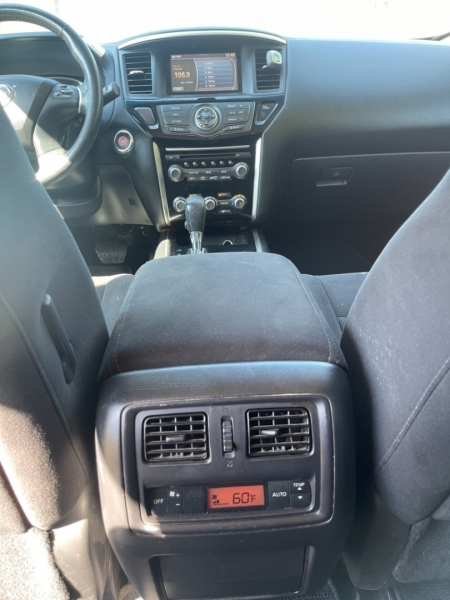 Nissan Pathfinder 2013 price $10,999
