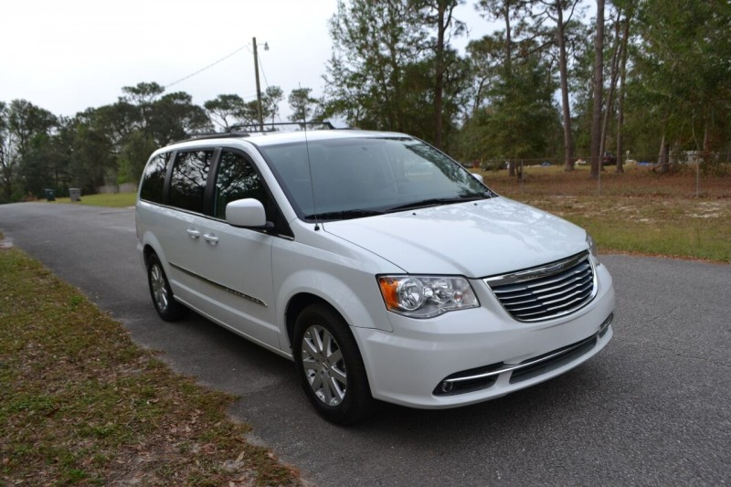 Chrysler Town and Country 2016 price $11,687