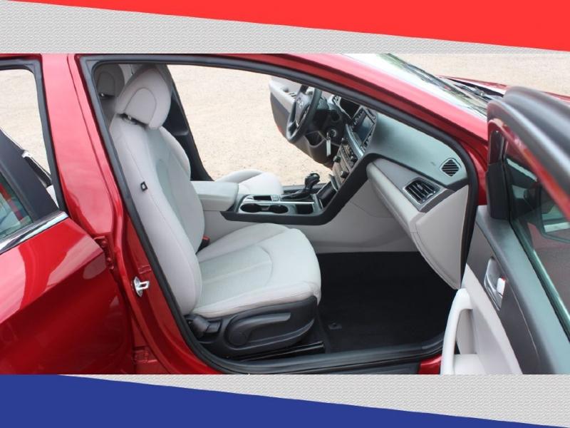 Hyundai Sonata 2016 price $10,800
