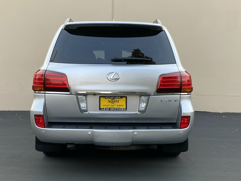 Lexus LX 570 2011 price $26,995