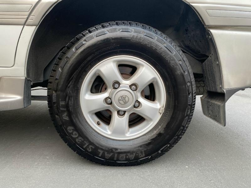 Toyota Land Cruiser 2000 price $8,995