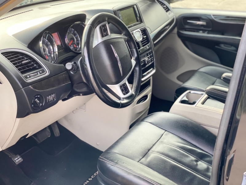Chrysler Town & Country 2014 price $9,500