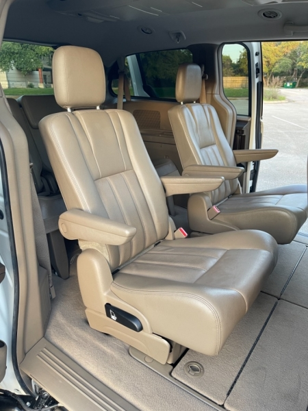 Chrysler Town & Country 2012 price $10,500