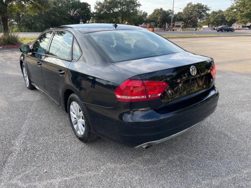 Volkswagen Passat 2013 price $8,800