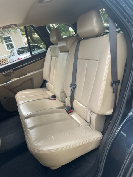 Hyundai Santa Fe 2011 price $7,800
