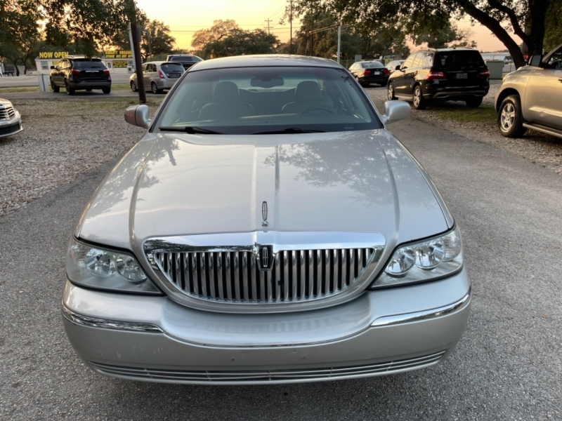 Lincoln Town Car 2005 price $7,800