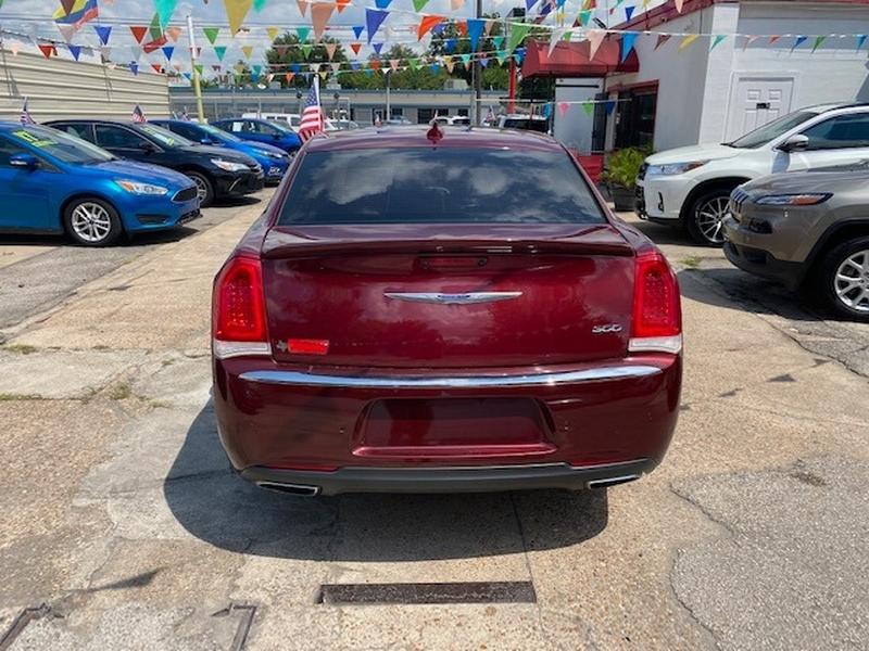Chrysler 300 2018 price $4,000