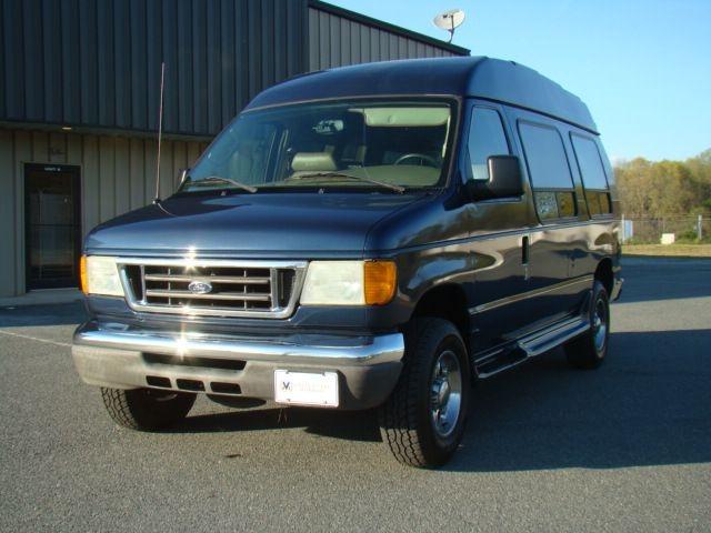 FORD ECONOLINE 2004 price $13,900
