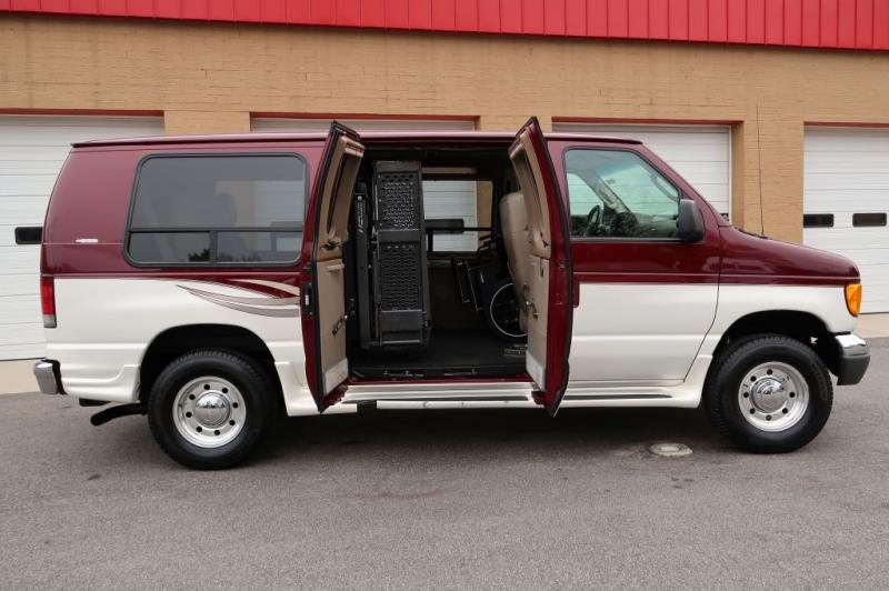 FORD ECONOLINE 2006 price $18,995