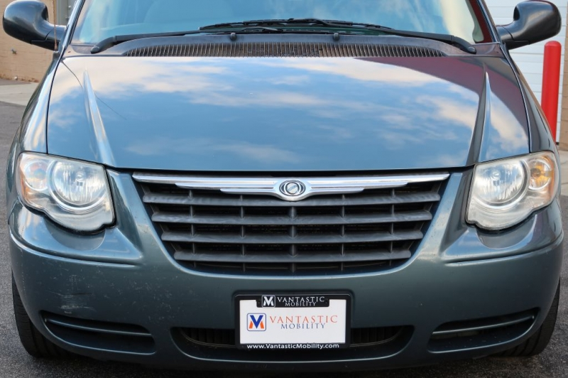 CHRYSLER TOWN & COUNTRY 2006 price $16,500