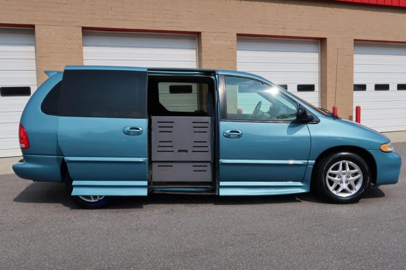 DODGE GRAND CARAVAN 1999 price $11,900