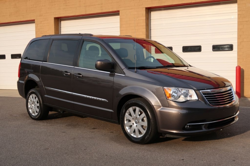 CHRYSLER TOWN & COUNTRY 2016 price $27,770