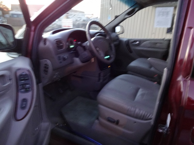 CHRYSLER TOWN & COUNTRY 2001 price $10,995