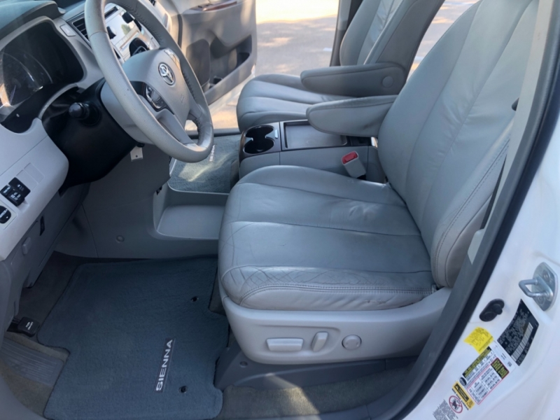 Toyota Sienna 2011 price 2000 Enganche