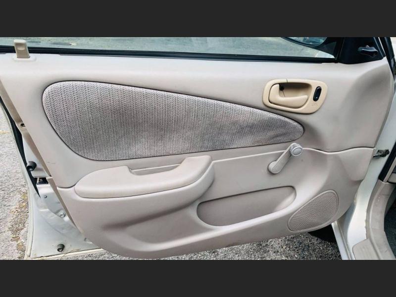 Toyota Corolla 2001 price $3,000