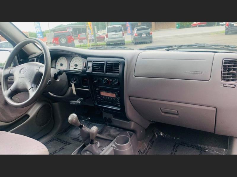 Toyota Tacoma 2001 price $12,995