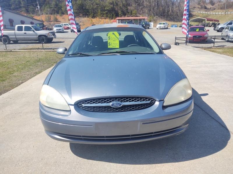 Ford Taurus 2001 price $2,700
