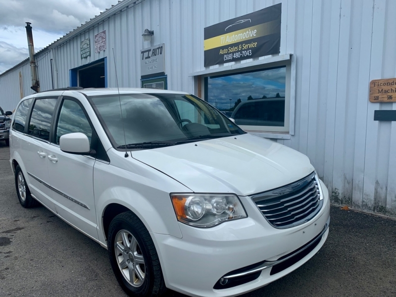 CHRYSLER TOWN AND COUNTR 2011 price $6,995