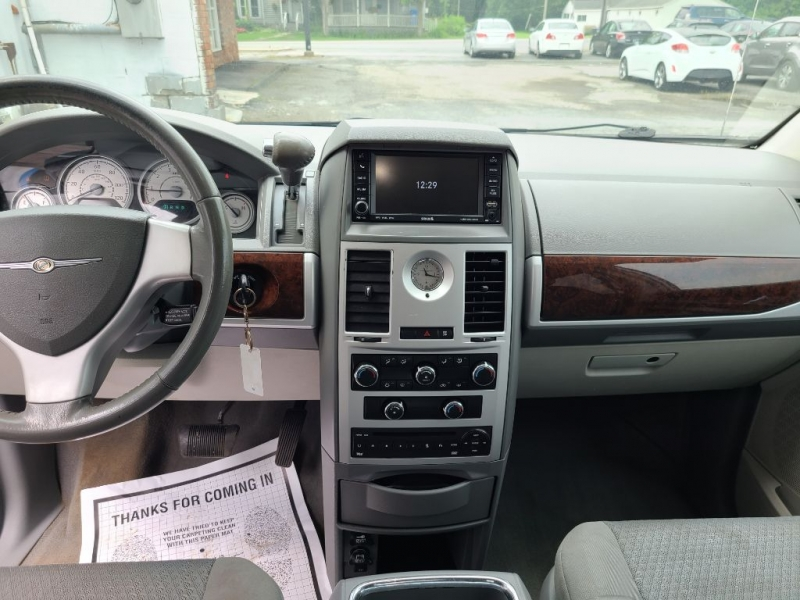 CHRYSLER TOWN AND COUNTR 2010 price $8,995