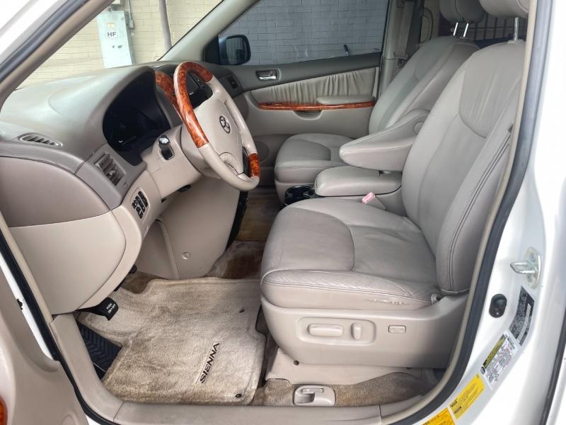 Toyota Sienna 2006 price $6,499 Cash