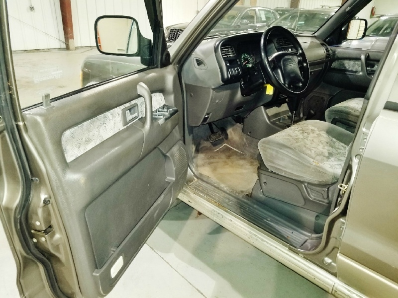 Isuzu Trooper 2000 price $4,350