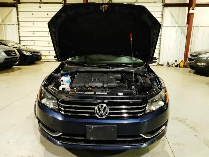Volkswagen Passat 2012 price $9,550