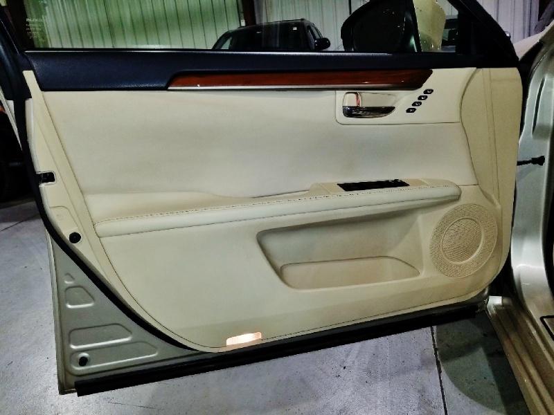 Lexus ES 300h 2013 price $13,250