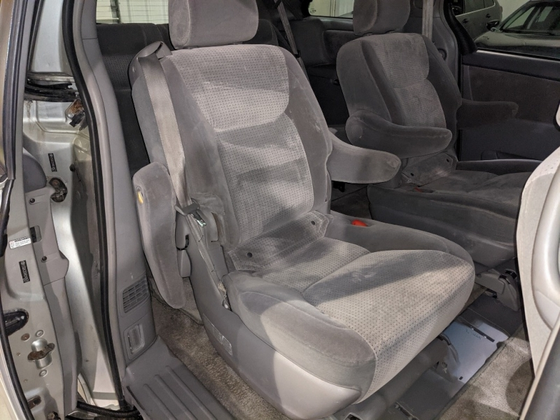 Toyota Sienna 2008 price $4,950