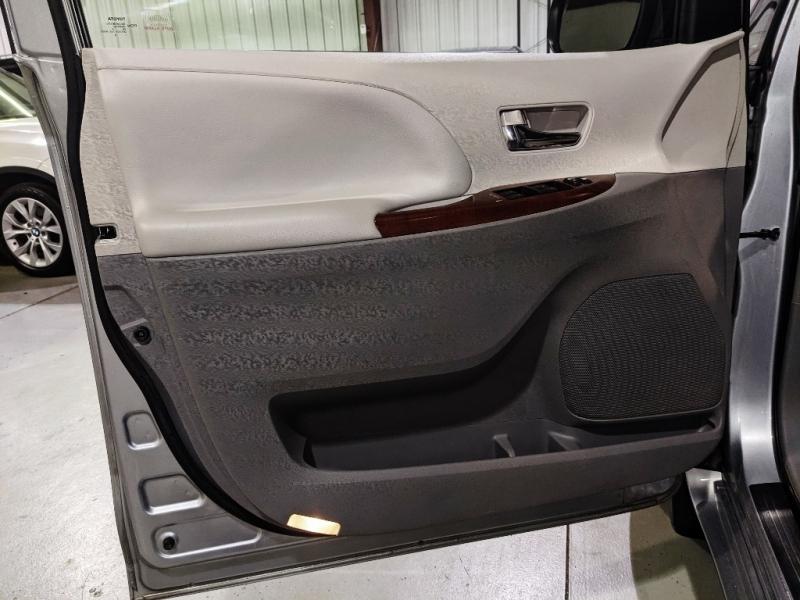 Toyota Sienna 2014 price $16,950