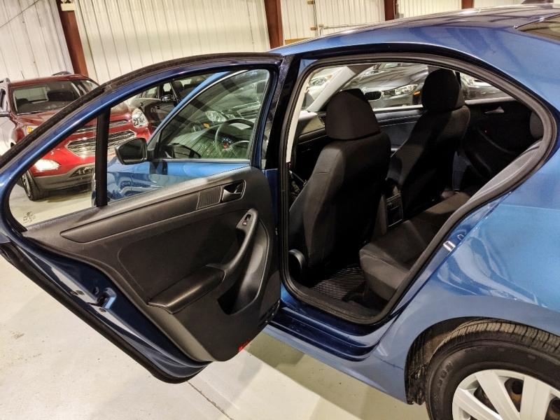 Volkswagen Jetta 2016 price $10,750