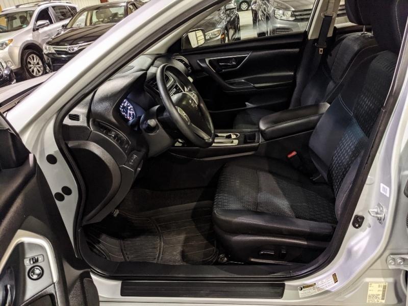 Nissan Altima 2016 price $9,950