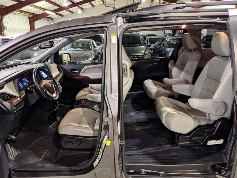 Toyota Sienna 2015 price $23,850