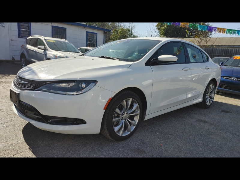 Chrysler 200-Series 2015 price $12,999