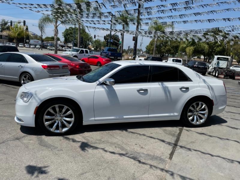 Chrysler 300 2018 price $19,635 Cash