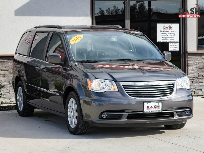 Chrysler Town and Country Touring Leather Camera DVD 2016 price $13,500