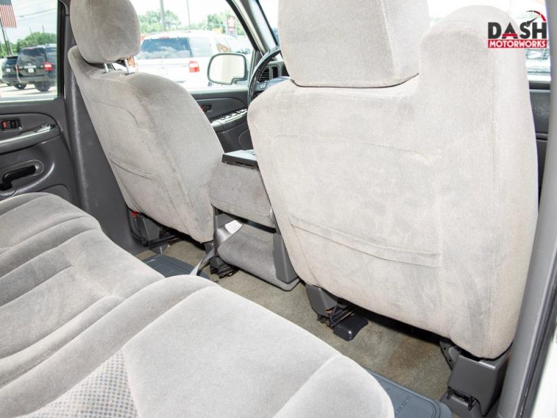 Chevrolet Silverado 2500HD 6.0L V8 Crew Cab RWD 2006 price $11,985