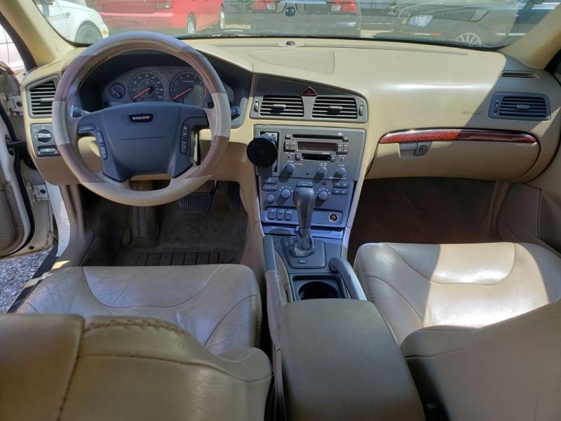 VOLVO V70 2001 price $2,500