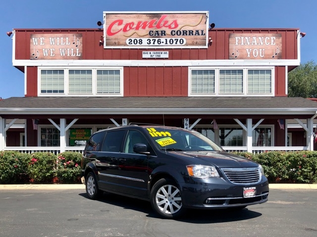 Chrysler Town & Country 2013 price $11,999