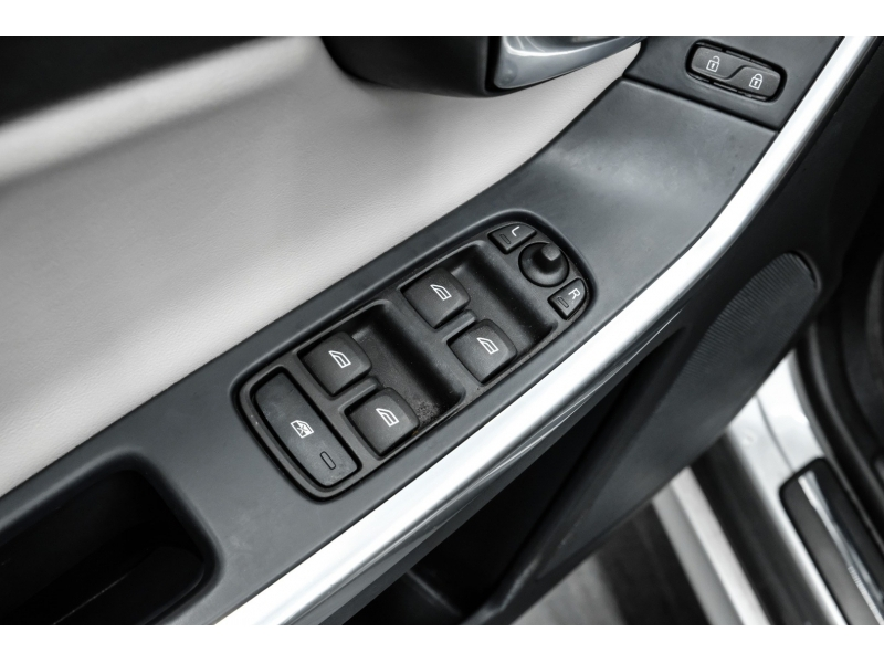 Volvo XC60 2017 price $16,492