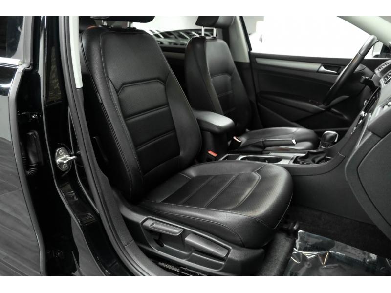 Volkswagen Passat 2015 price $9,991