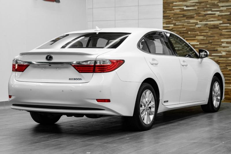 Lexus ES 300h 2013 price $15,491