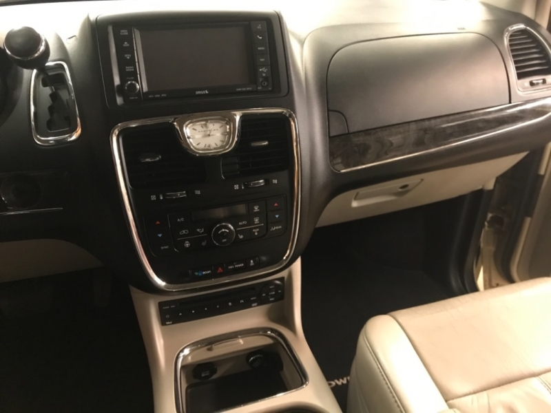 Chrysler Town & Country 2011 price $9,500