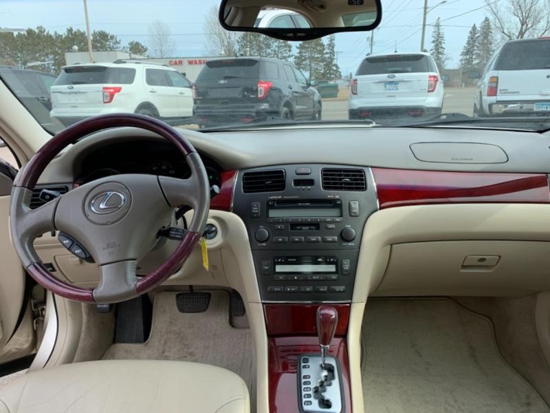 Lexus ES 300 2002 price $4,995