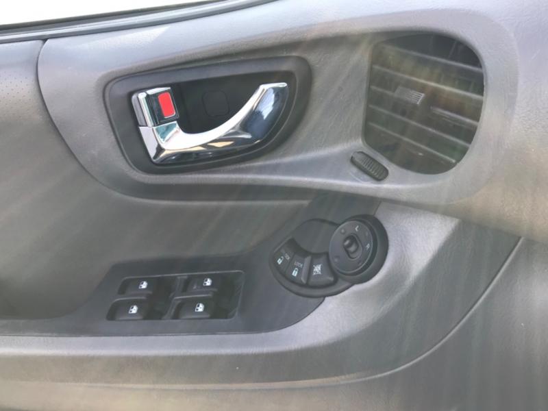 Hyundai Santa Fe 2004 price $3,995