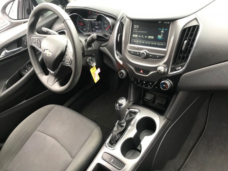 Chevrolet Cruze 2018 price $17,999
