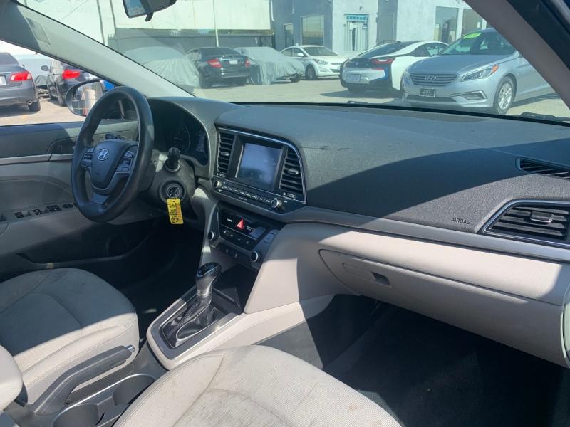 Hyundai Elantra 2017 price $19,299