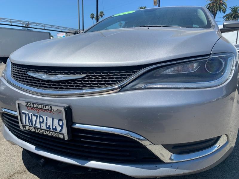 Chrysler 200 2016 price $17,999