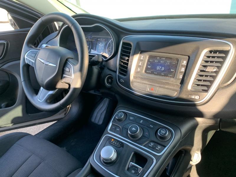 Chrysler 200 2015 price $15,299